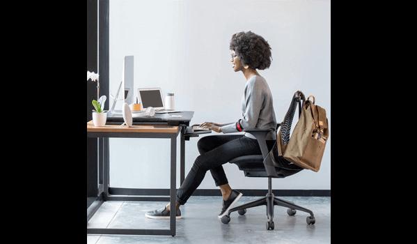 Ergotron WorkFit-TX Schreibtisch sitzend